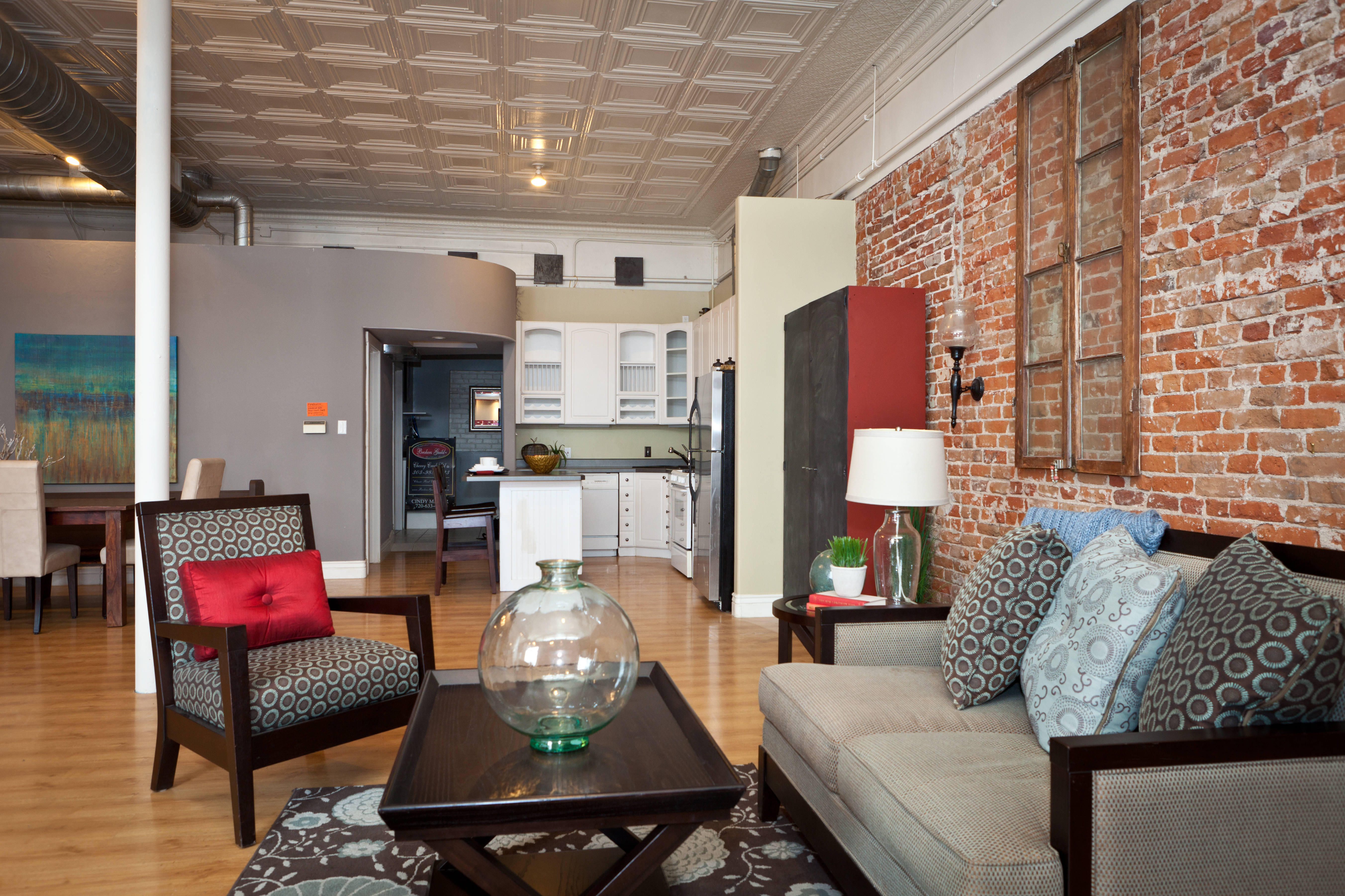 31st Avenue Living Room and Kitchen